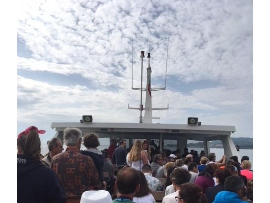 そもそもフェリーが大混雑なので各島での停車時間や乗降に時間がかかる