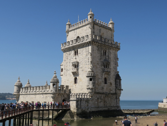 ベレンの塔。荷物を積んだ船を守るために海賊船を監視したそうです。