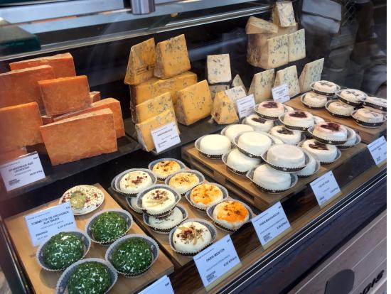 最初に立ち寄ったチーズ屋さん