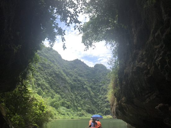 チャンアンの洞窟越しの景色