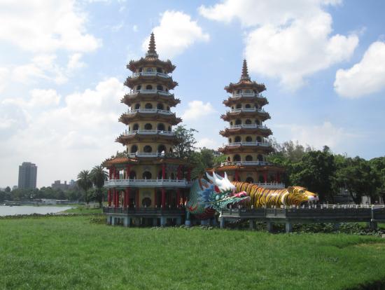 左営蓮池潭、龍虎塔