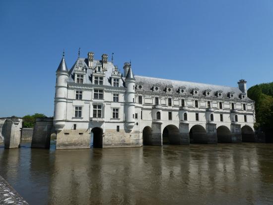 水にうつりこむ城はいいですね。シュノンソー城。