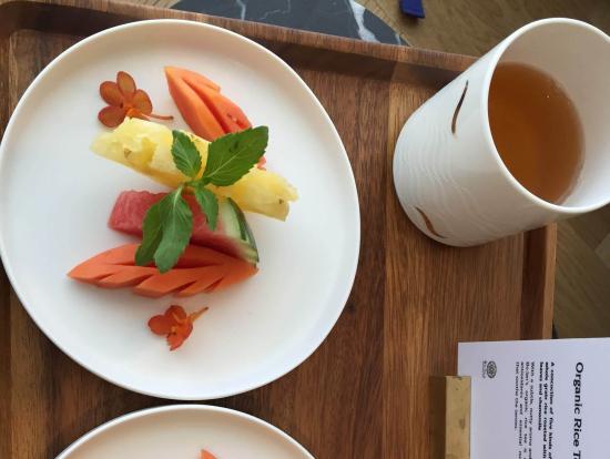 施術後はフルーツとお茶をいただきました。