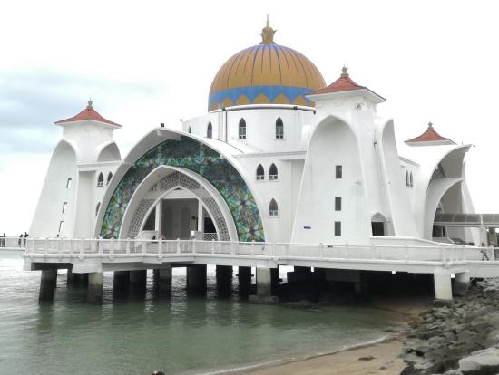 美しい水上モスク