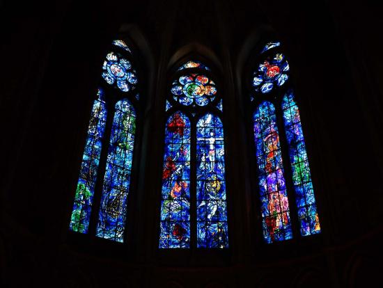大聖堂内にあるシャガールのステンドグラスはとても素敵でした