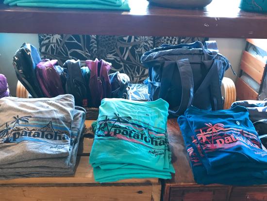 パタゴニアのノースショア店にて限定のパタアロハTシャツ