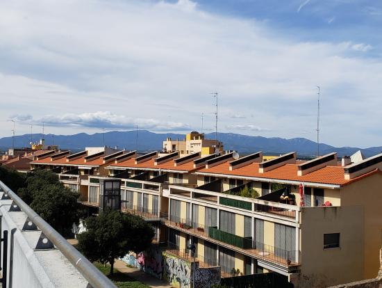 遠くに見えるピレネー山脈