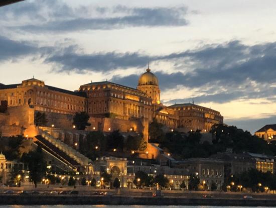 夕暮れ時の王宮