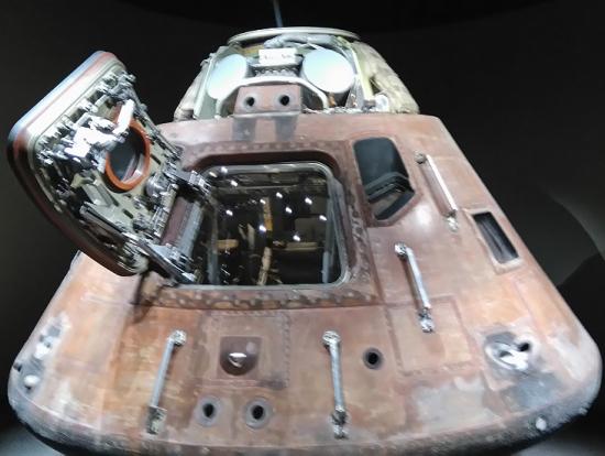 地球への帰還用カプセル。実物!