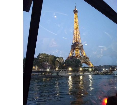 船着き場に戻るころにはエッフェル塔には灯りがともる