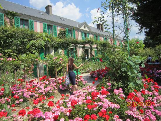 モネの家 前庭は花盛り