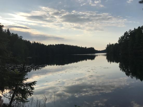 20時過ぎの湖。