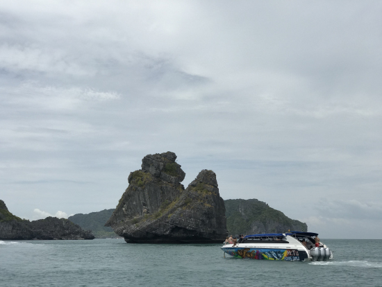 変わった形の島々(猿岩)