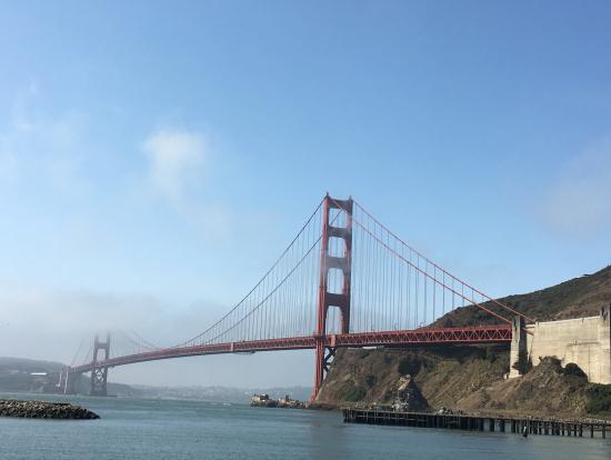 朝のゴールデンゲートブリッジ