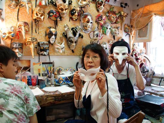 10種類以上あるいろいろな形のマスクから好きなものを選べます。