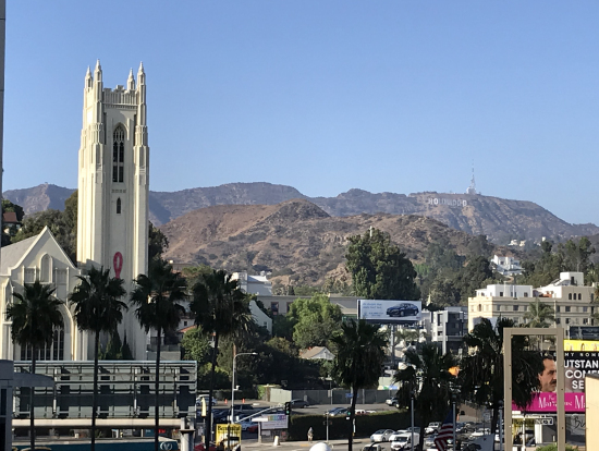 ハリウッド&ハイランドから見たハリウッドサイン