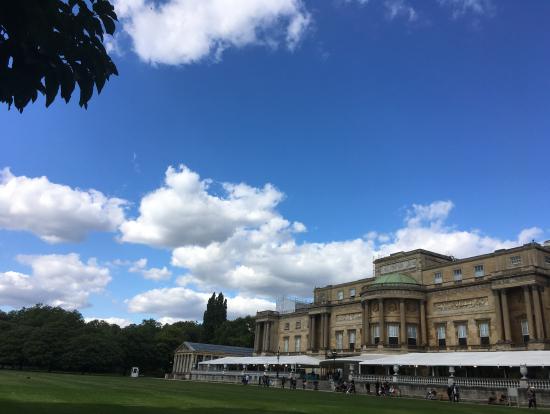 宮殿と中庭