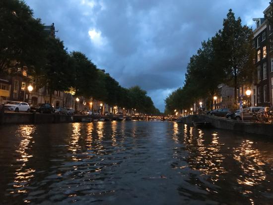 運河からの一枚です。