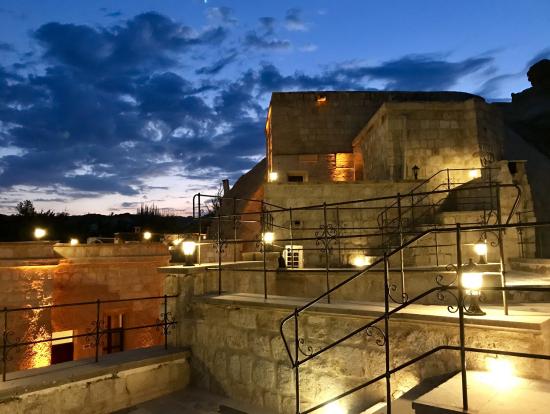 洞窟ホテルは夜もステキです。