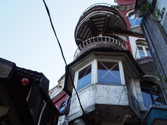 お茶さんの建物に近づき、こんな写真もゆっくり撮影できます。