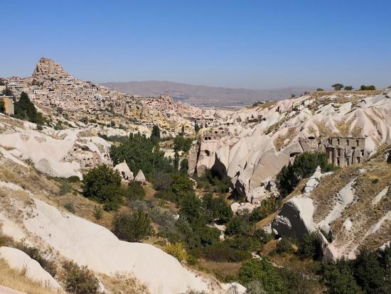 洞窟住居と奇岩