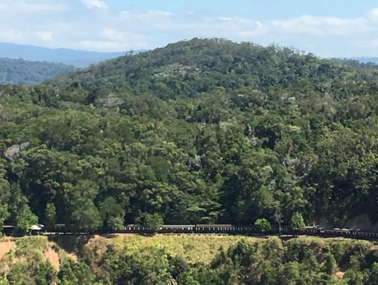 スカイレイルから見えたトロッコ列車。小さくて見えないかもしれませんが。。。