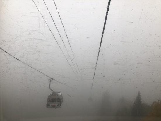 ゴンドラは霧で前が見えませんでした
