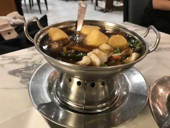 豆腐の様な物と野菜等、トロミスープ鍋