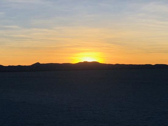 ウユニ塩湖の朝日鑑賞
