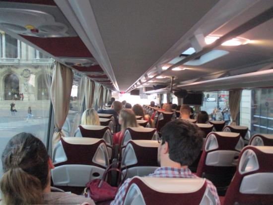 ディズニーランドパリ行きのバス車内