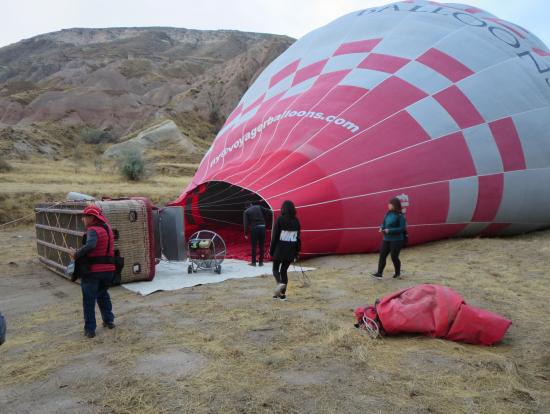 気球を膨らますところを見るのも初めて、スタッフの手際がいい