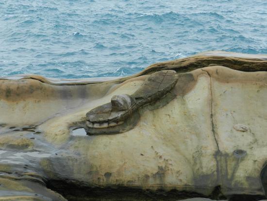 美女のサンダル岩