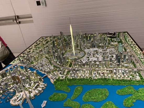 1階に降りると、現在進行中の世界一のタワー+新規開発区域の模型が。またドバイがガラッと変わりそうです。