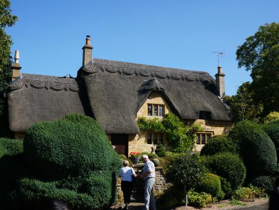 可愛らしいかやぶき屋根!こんな家に住んでみたいです!