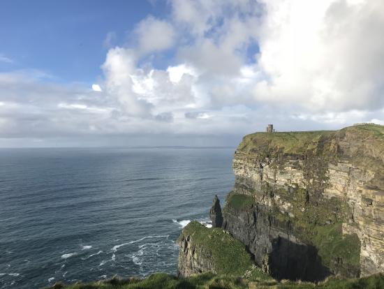 モハーの断崖写真にある塔も入れませんでしたが行くことはできる時間がありました