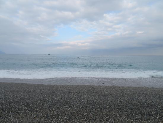 海。石がきれいです。