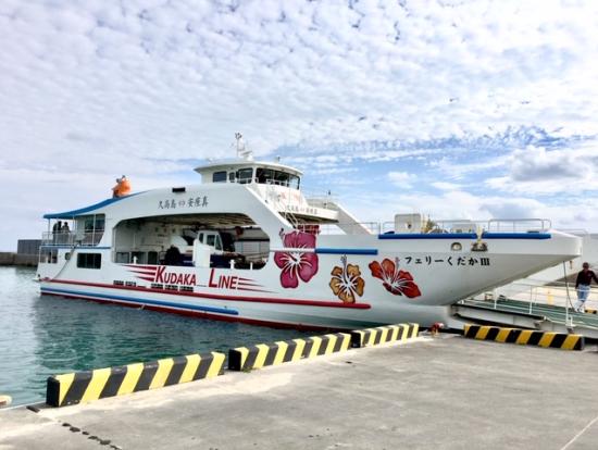 この船で久高島へ。海の色がどんどん変わっていくのがとても美しかったです。