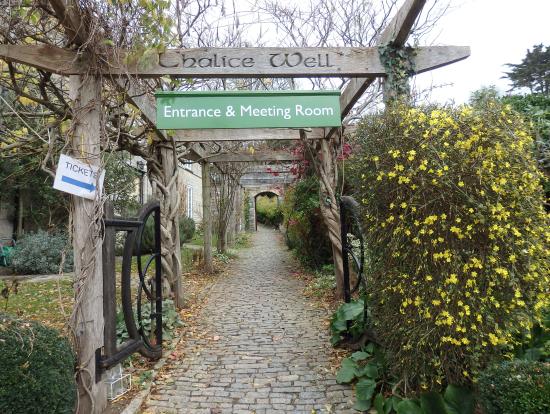チャリス・ウェル & ガーデンズ(Chalice Well & Gardens)