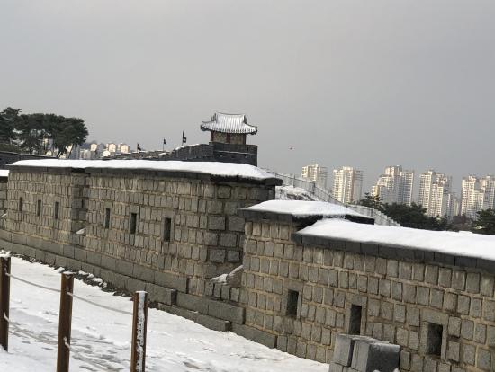 雪の水原華城