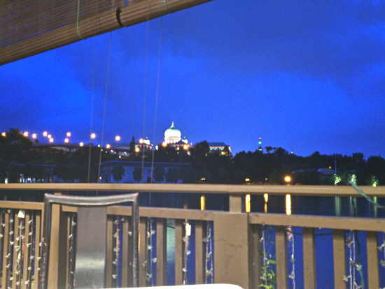 夕食のレストランからの眺めは最高