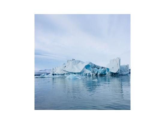神秘的な青い氷河湖