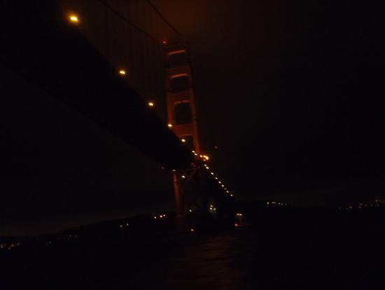 夜のゴールデンゲートブリッジ