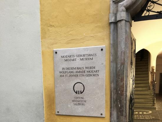 モーツァルト生家入り口