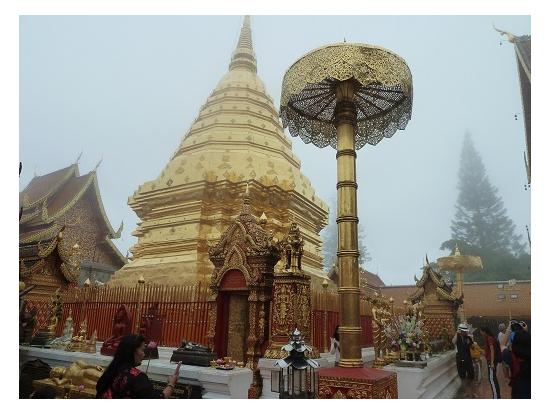 雨のドイステープ寺院