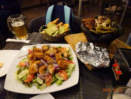 夕食、グアナファトの広場テラスで
