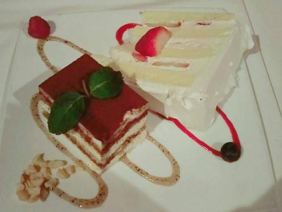 デザートのティラミスとウェディングケーキ