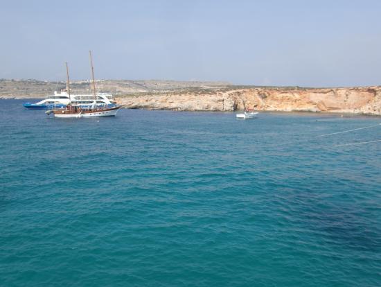 コミノ島は穏やかで青い海が最高でした