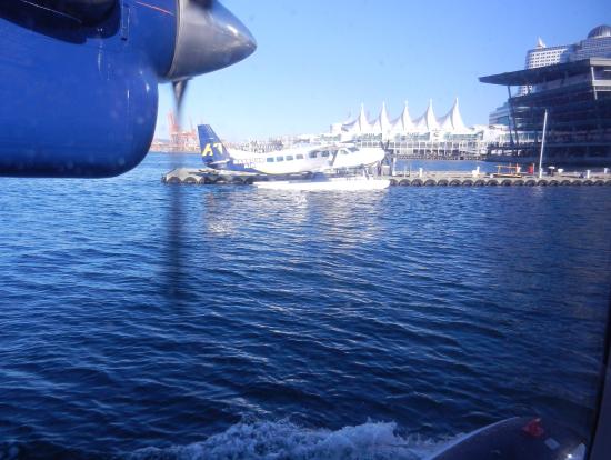 バンクーバー水上空港に到着です
