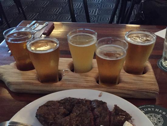 ビールの試飲パターンで頼みました。違いの分かるビールたちでした。美味しいですよ。
