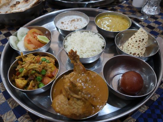 ツアーの昼食で食べたインド料理